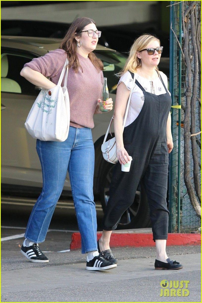 77c1a8e7a817 Tehotné Kirsten Dunst kolísky Baby Bump v kombinézy