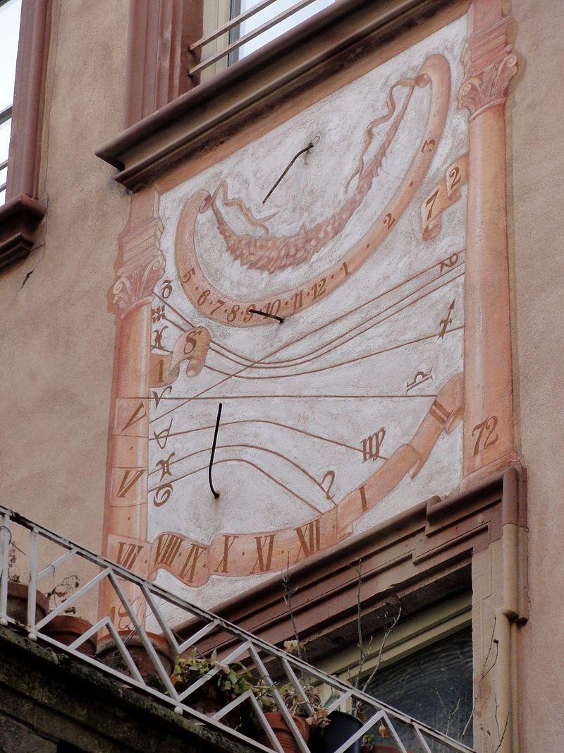 Cadran solaire sur l'Hôtel Brackenhoffer à Strasbourg (Bas-Rhin) - région Alsace