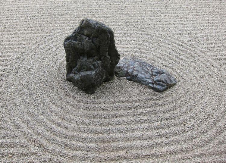 Asiatische Gartendeko asiatische gartendeko steingarten findling sand garten