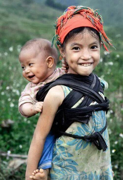 Alright, I'm done, because I've finally found the cutest babywearing siblings photo in the whole wide world. Look at these two!!! || Vietnam