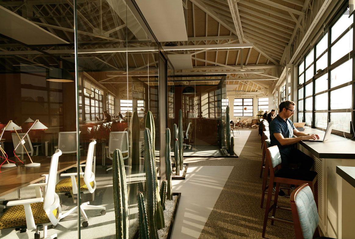 Les 6 Plus Beaux Espaces De Coworking A Lyon Espace De Coworking Bureau Ferme Open Space