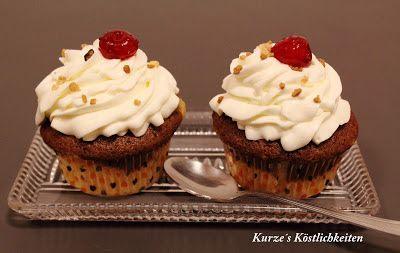 Kirsch-Cupcakes mit Sahne-Quark-Frosting - http://www.rezeptefinden.de/r/kirsch-cupcakes-mit-sahne-quark-frosting-17627156.html
