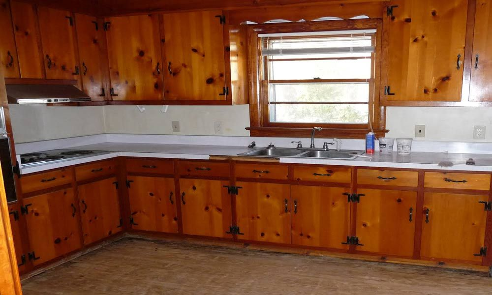 Painting knotty pine kitchen cabinets painting knotty for Pine kitchen furniture