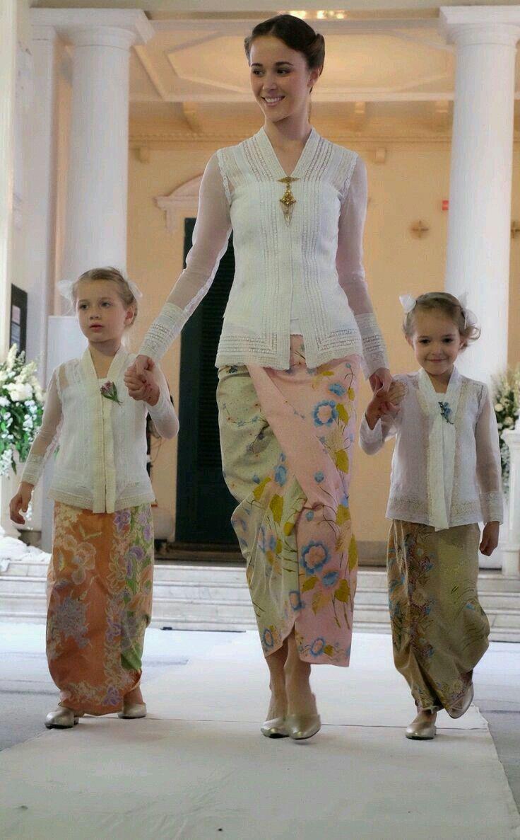 Kebaya | Fashion, Batik fashion, Kebaya
