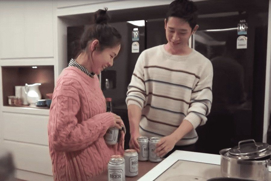 """Watch: Son Ye Jin And Jung Hae In Are All Smiles While Filming """"Pretty Noona Who Buys Me Food"""""""