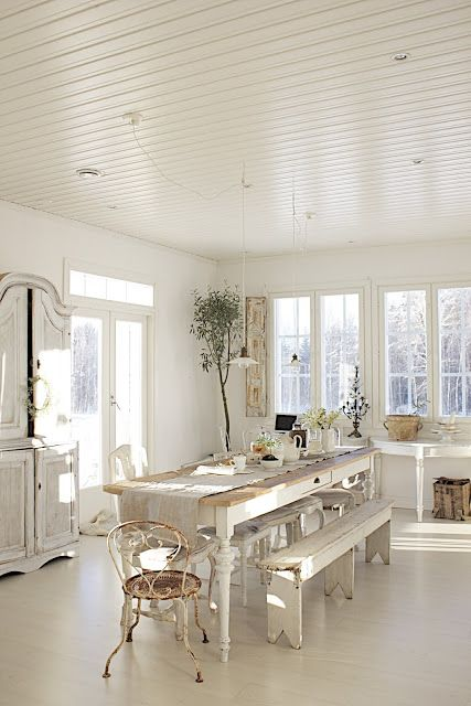 Love a white room - Beautiful farmhouse table and bucket bench seating, so beautiful
