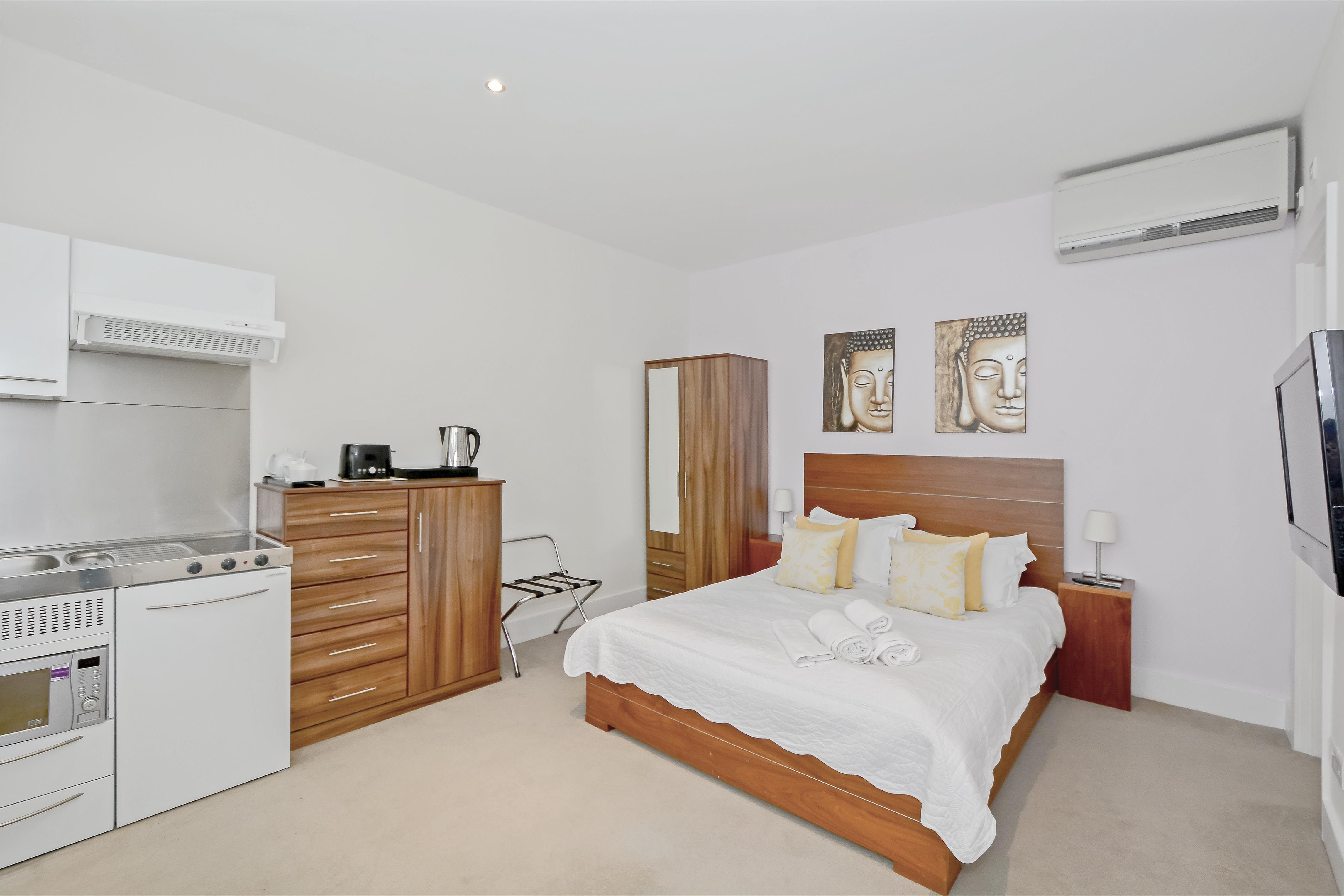 Studio apartment in the heart of Victoria, Central London ...