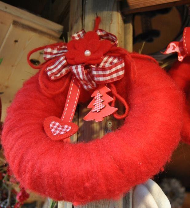 Photo of Ghirlanda natalizia per porte in lana cotta fatta a mano