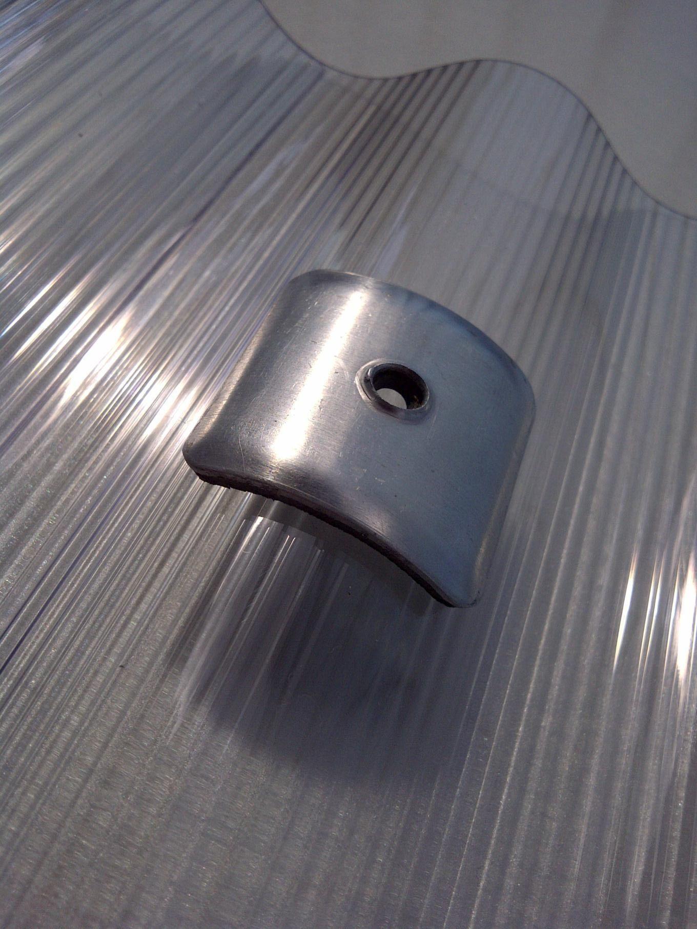 Montagezubehör für PC- Wellplatte (Elefantenplatte). Alu- Montagebügel zur fachgerechten Befestigung ab 3000mm Plattenlänge...!