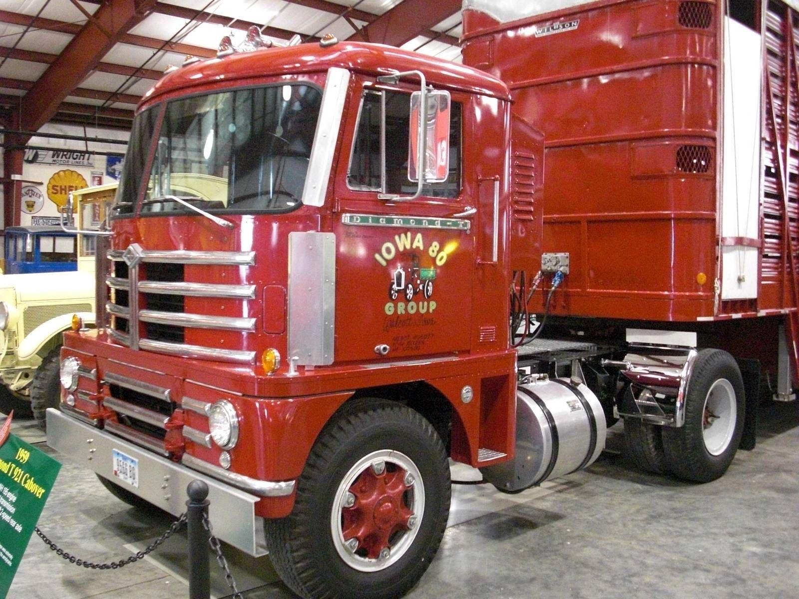 Red diamond t coe livestock trailer