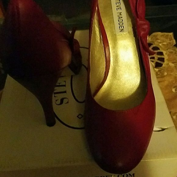 Sexy red heels Worn once, cute red bow on the sides of the shoes. Excellent  condition Steve Madden Shoes Heels