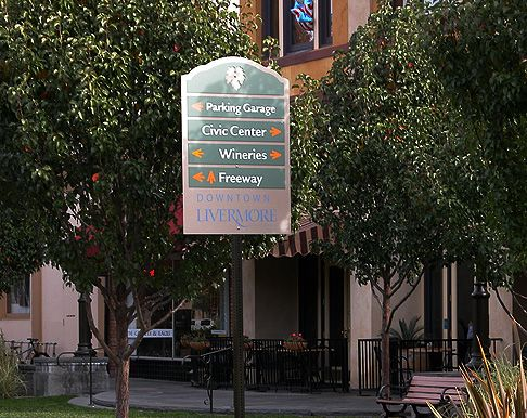 GNU Group: Portfolio: Civic: Livermore Exterior Sign Program