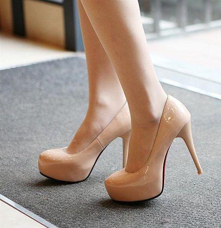 Zapatillas color nude de moda 4. Encuentra este Pin y muchos más en zapatos!  ...