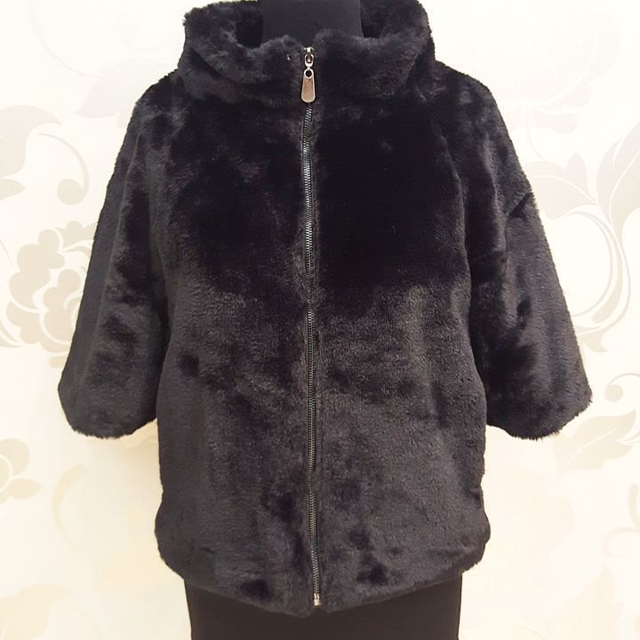#pelliccia #ecologica #maniche tre quarti #zip #nero #special #priceeeee #valeria #abbigliamento