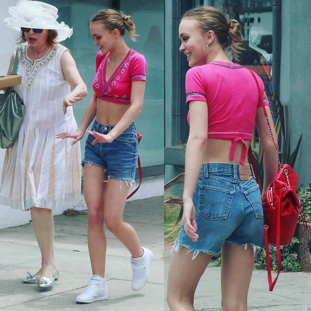 Watch Lily rose depp in ripped jeans goes shopping with friends in west hollywood video