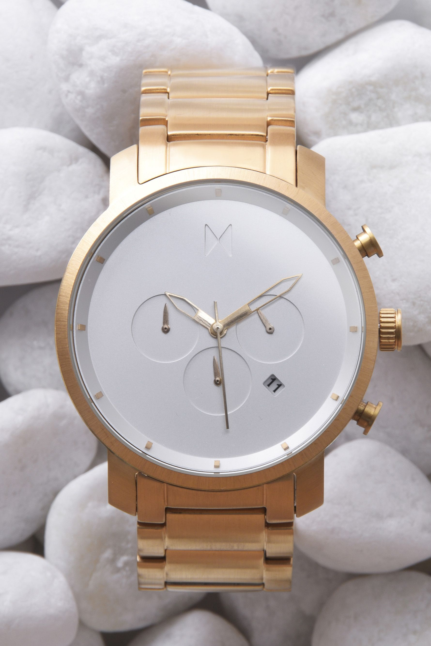 Want to really make him happy this V-day? Get him a watch he'll love.