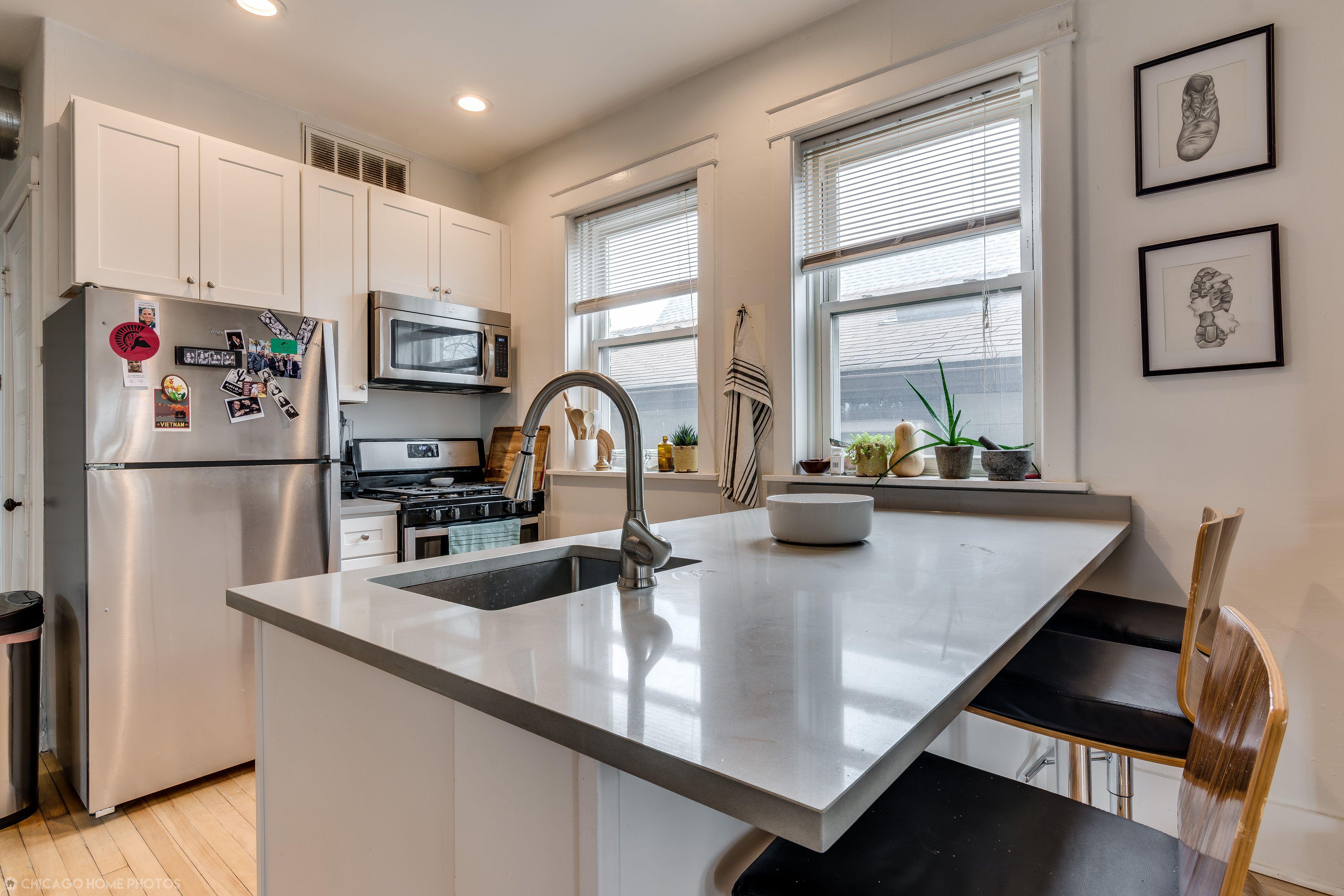 Contemporary kitchen with white grey quartz
