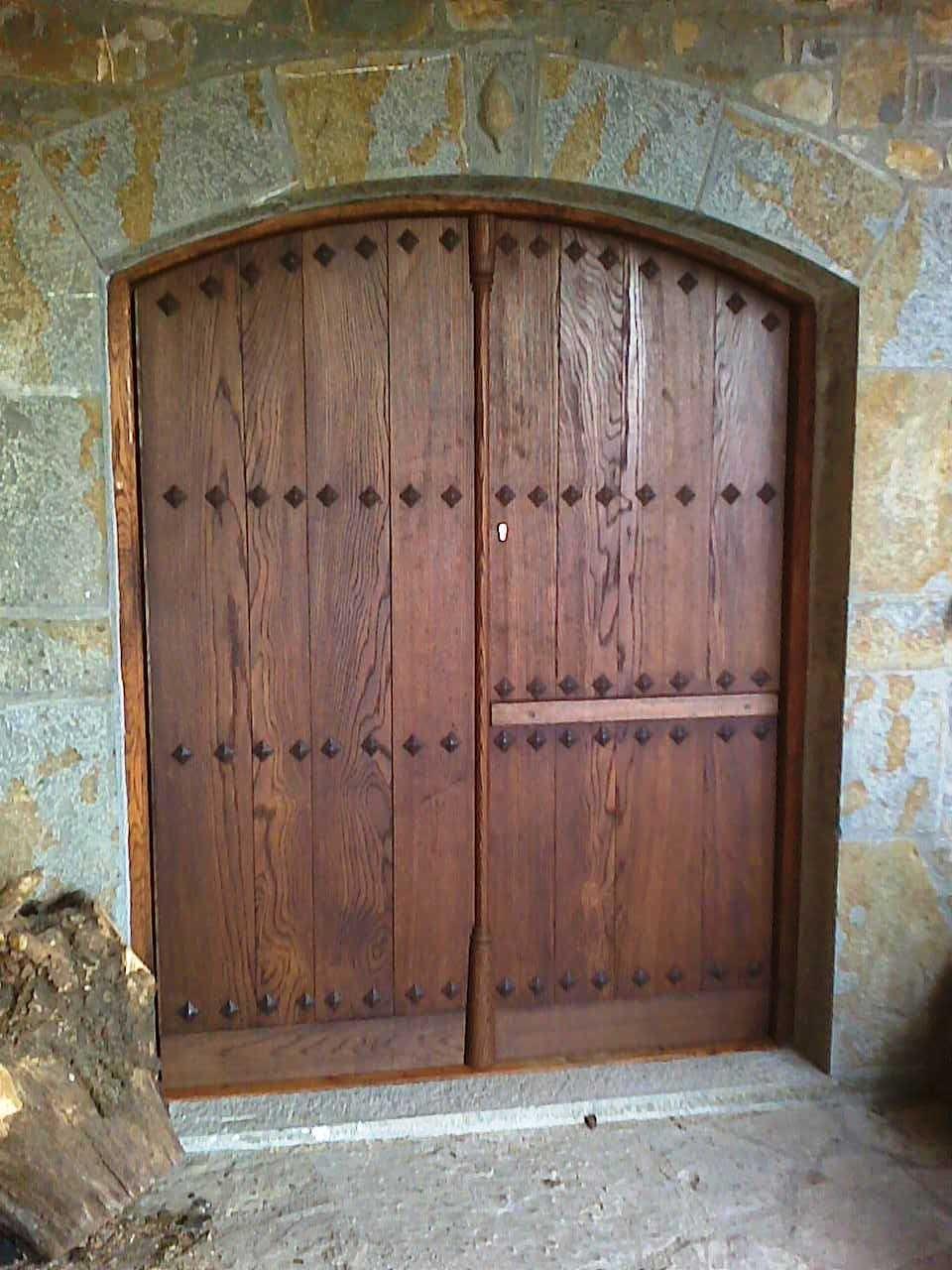 Carpinteria arboleda portones y puertas rusticas for Puertas y portones de madera