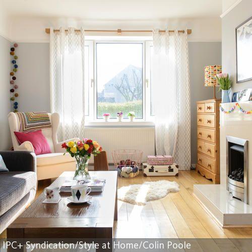 In diesem gemütlichen Wohnzimmer wurden verschiedene Sitzmöbel - wohnzimmer gemutlich kamin