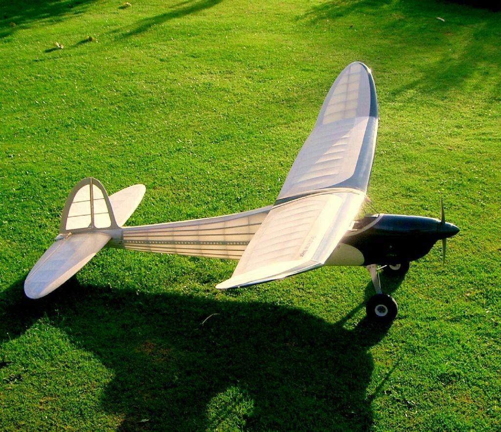#radiocontroldiy | Avión de madera, Collar de madera, Dioramas