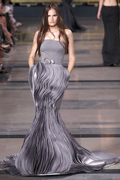 Stephane Rolland Fall 2010 Couture Runway - Stephane Rolland Haute Couture Collection - ELLE