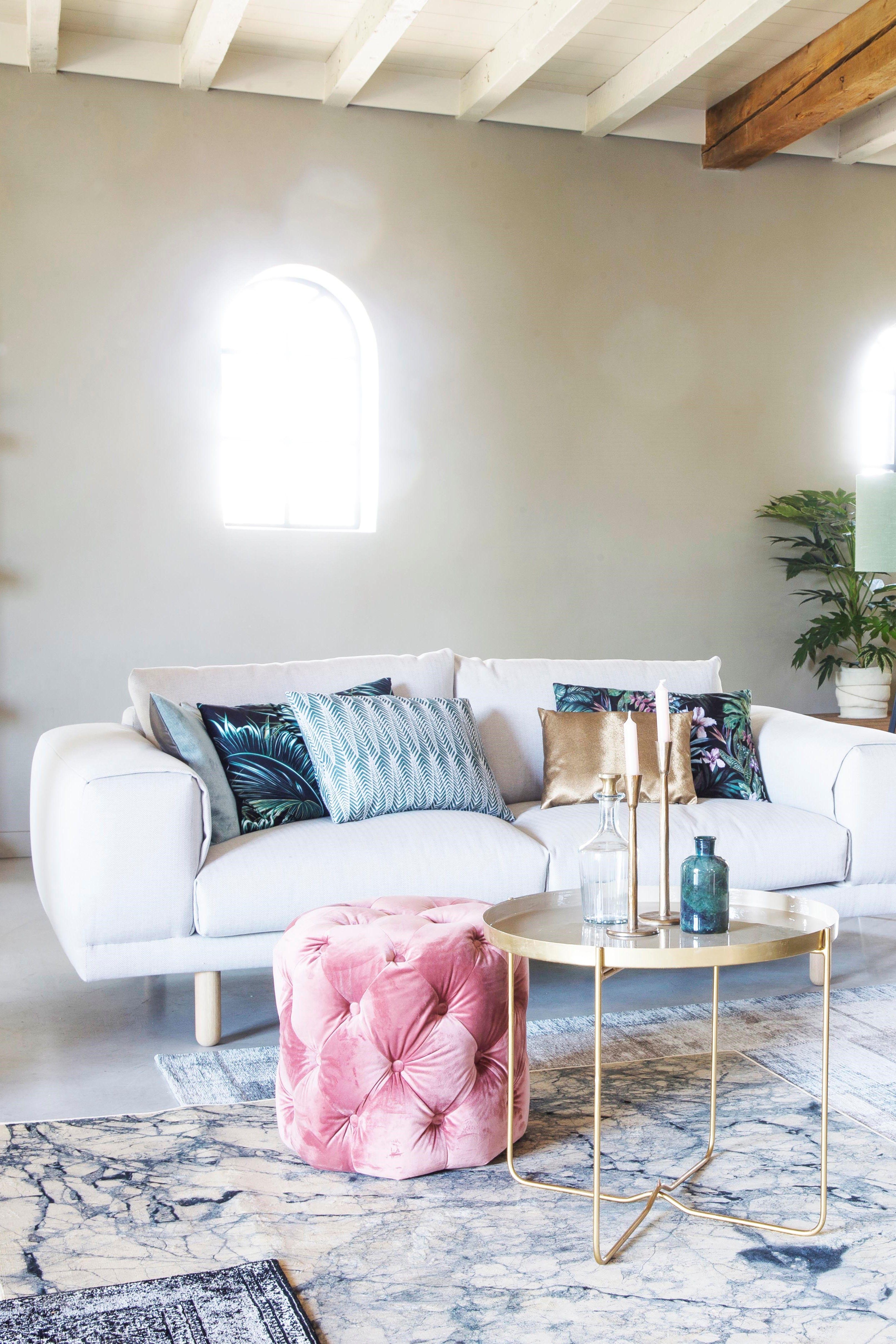 144f51bfe3f6d6 Trendhopper ○ Lichte woonkamer met etnische sfeer door luxe stoffen als  velours