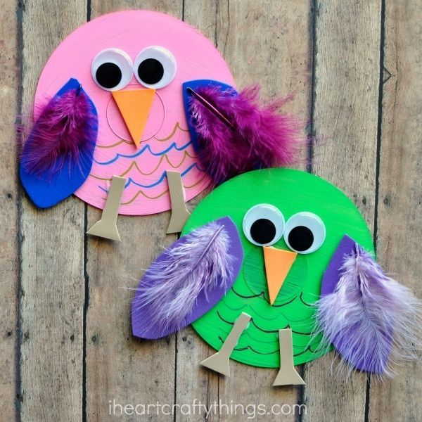 Recycled CD Owl Craft for Kids #recycledcd This recycled CD owl craft is colorful and fun and makes a perfect bird craft for any time of the year. Great when learning all about birds in preschool. #recycledcd