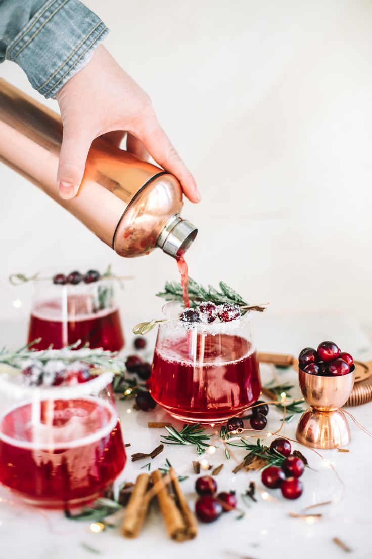 Mrs. Claus Cranberry Whiskey Cocktail - College Housewife #christmasmargarita