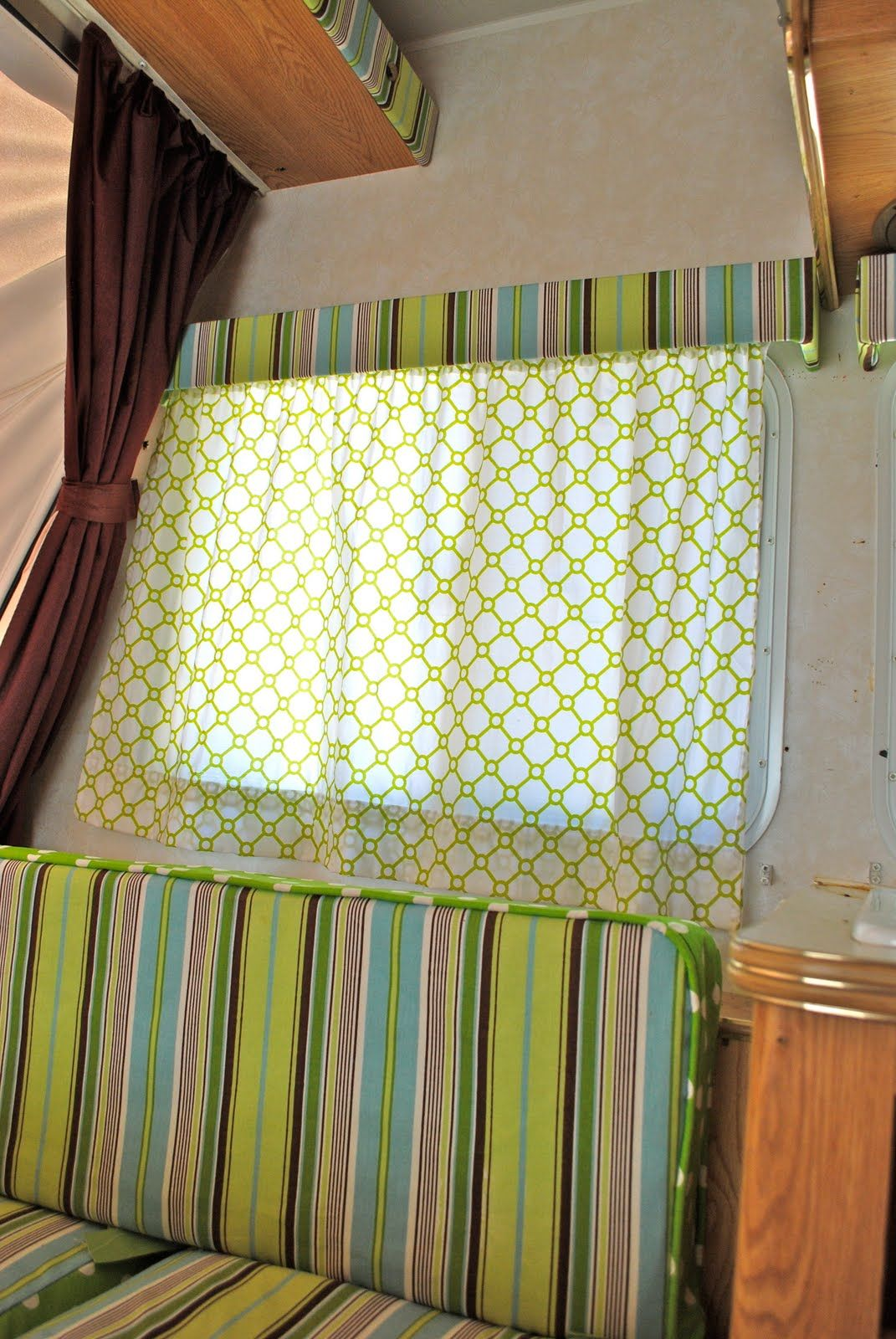 Trailer Curtains Prettify Your Camper She Stapled The Fabric Right Over The Old
