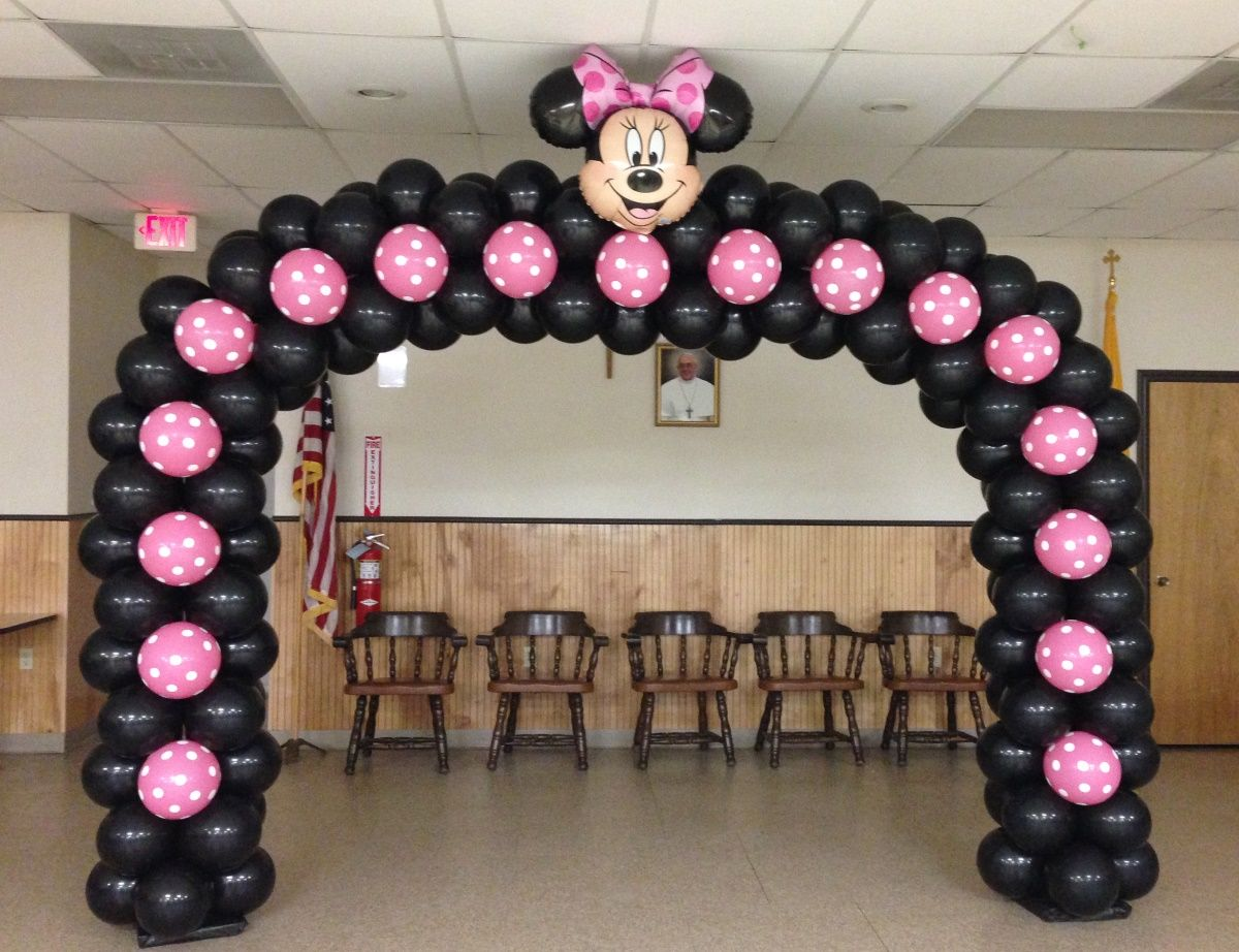 Minnie mouse with balloons mickey and minnie mouse party for Balloon decoration minnie mouse