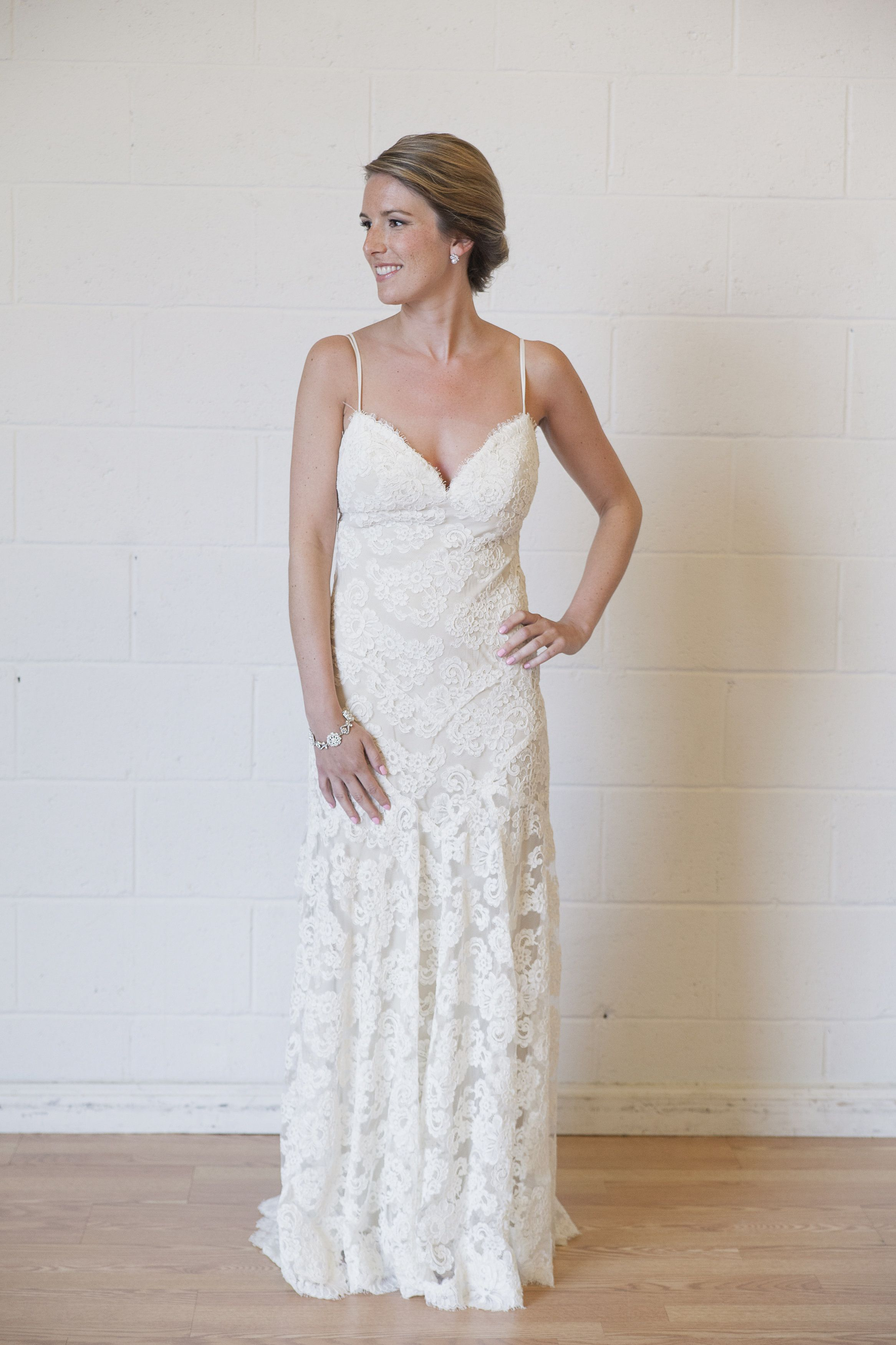 Rent Or Buy Monique Lhuillier Wedding Dresses Online This Exact Gown Is Available For Re Online Wedding Dress Rental Wedding Dresses Wedding Dresses For Sale
