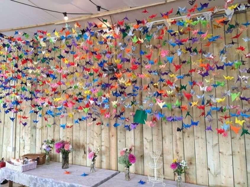 Decorazioni per il matrimonio con gli origami , Cigni e fiori colorati in  carta