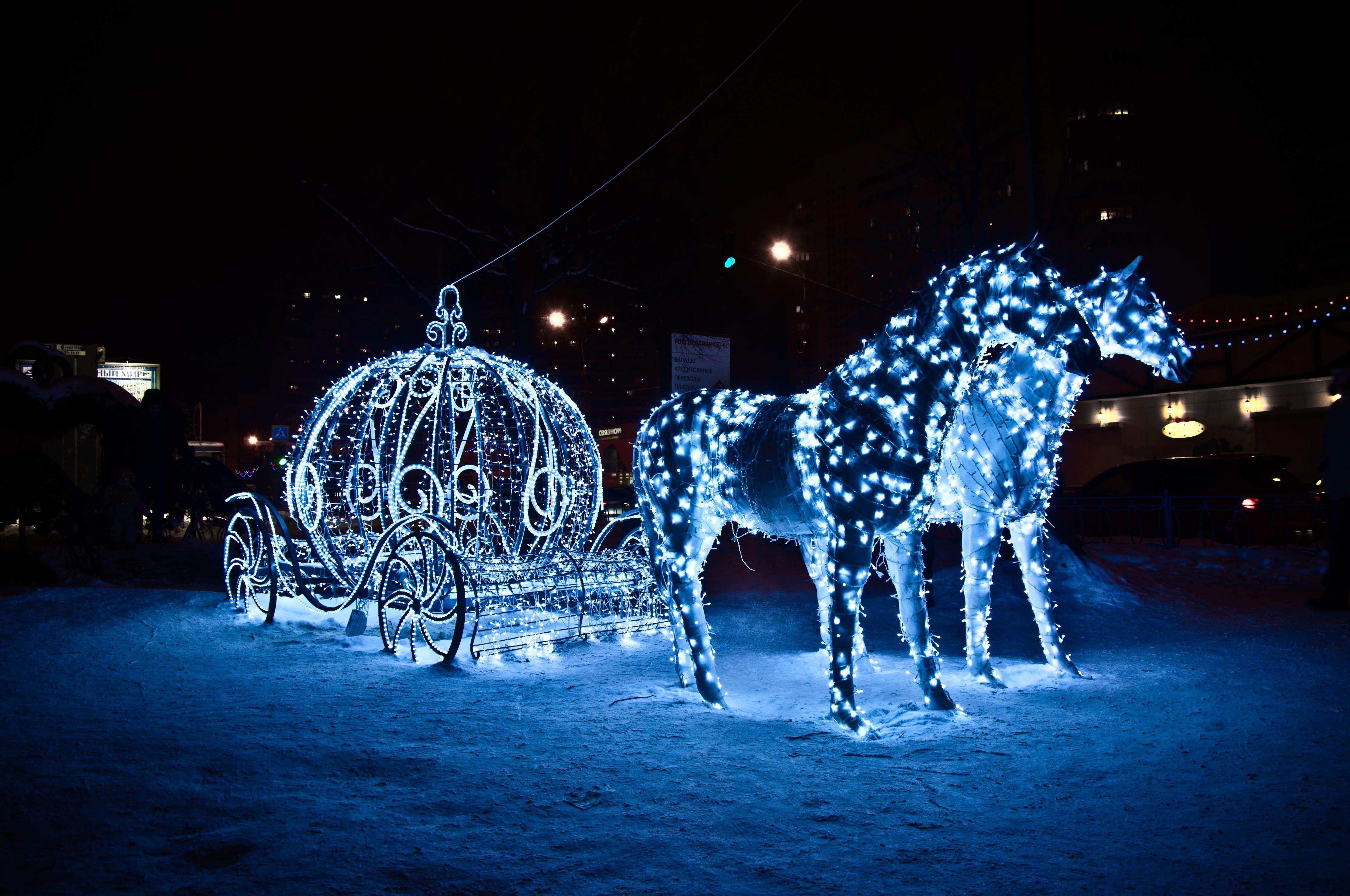Fonds D Ecran Cheval Illuminations De Noel Neige Nuit Image 331548 Telecharger Sculptures De Neige Illuminations De Noel Merveilles D Hiver