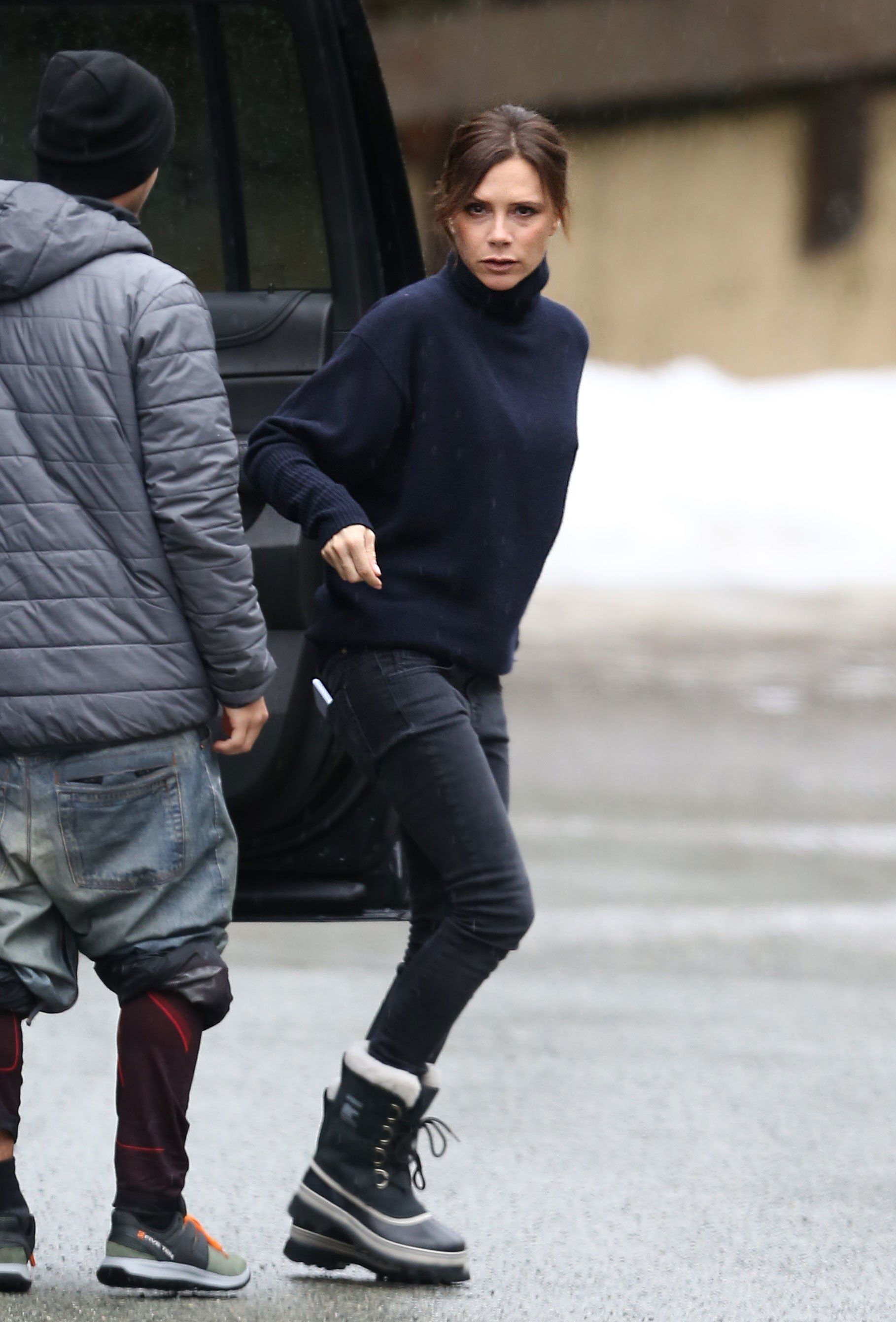 Of Course Victoria Beckham S Ski Look Is Totally Posh