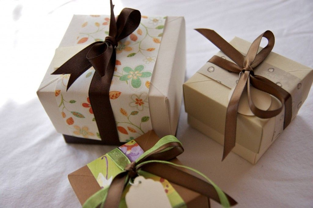 Paper Gift Box Ideas : Making your own gift boxes out of card stock and scrapbook