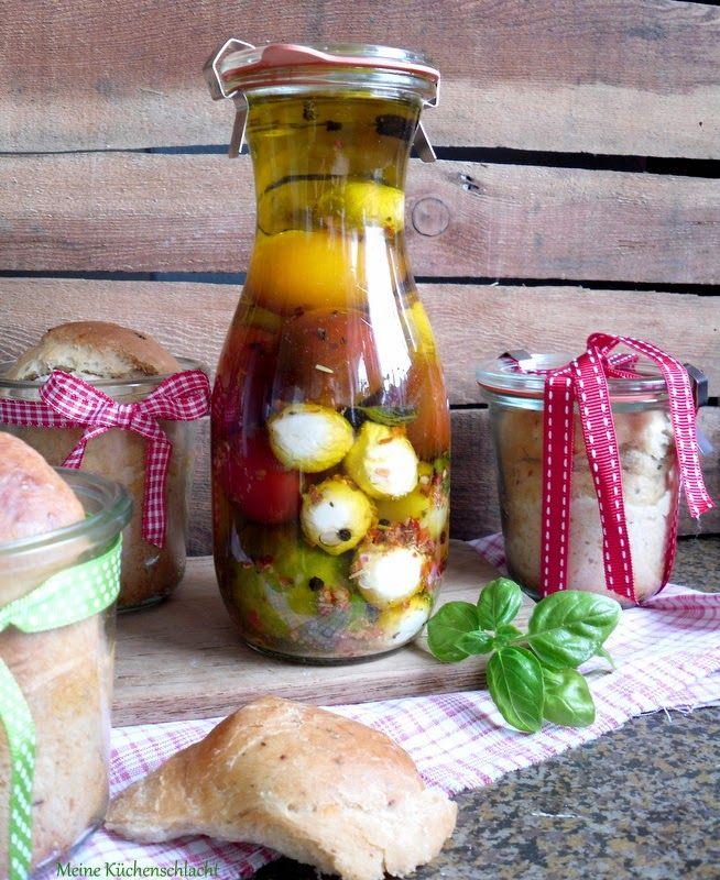 Meine Küchenschlacht: spicy Buttermilchbrot im Glas, dazu Tomaten & Mozzarella in Öl