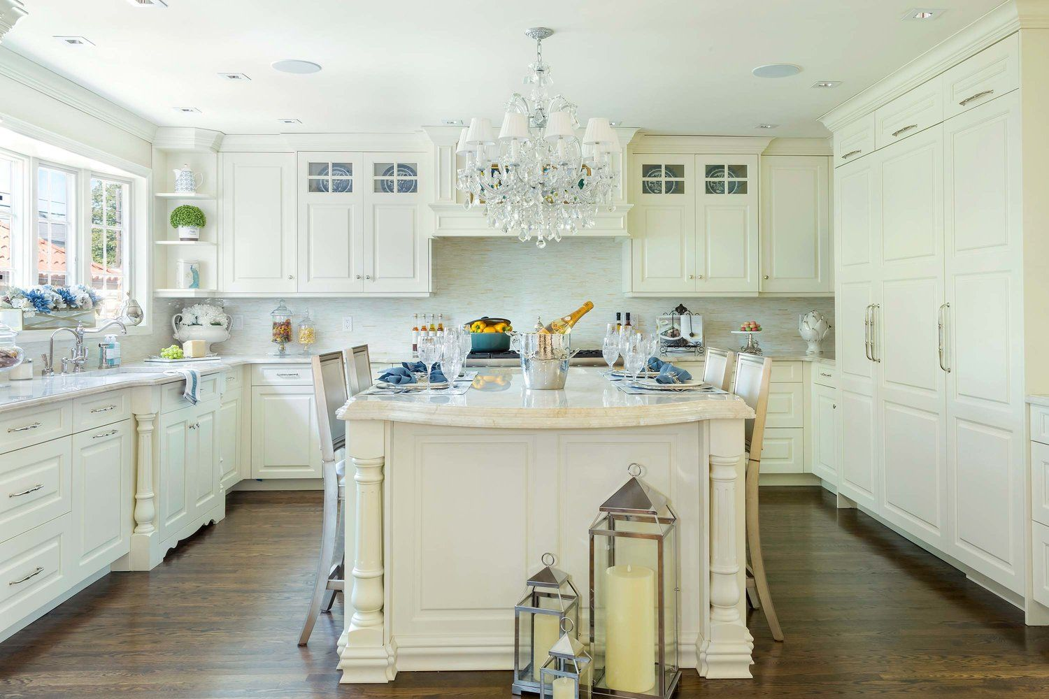 Traditional Style Kitchen With Custom Molded Kitchen Island Custom Kitchens Design Custom Kitchen Island Kitchen Styling