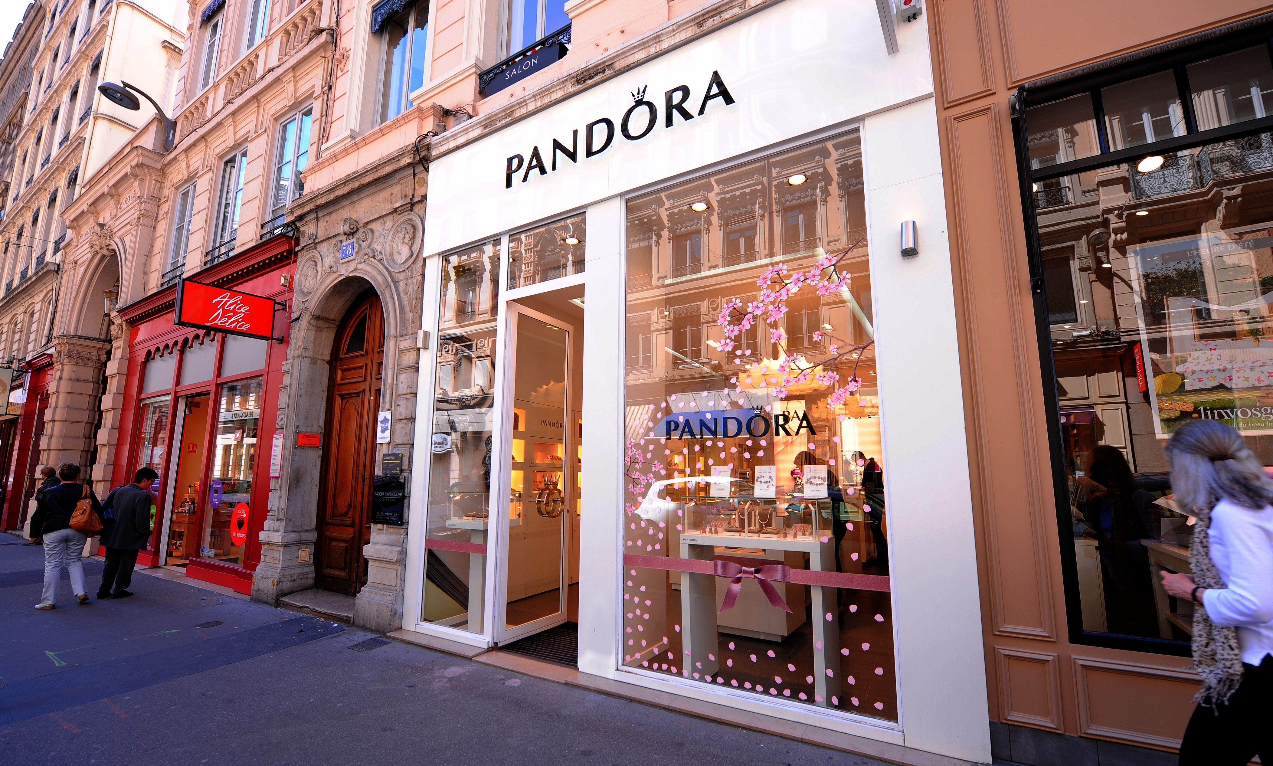 Pandora store à Lyon | Street view, Street, Pandora