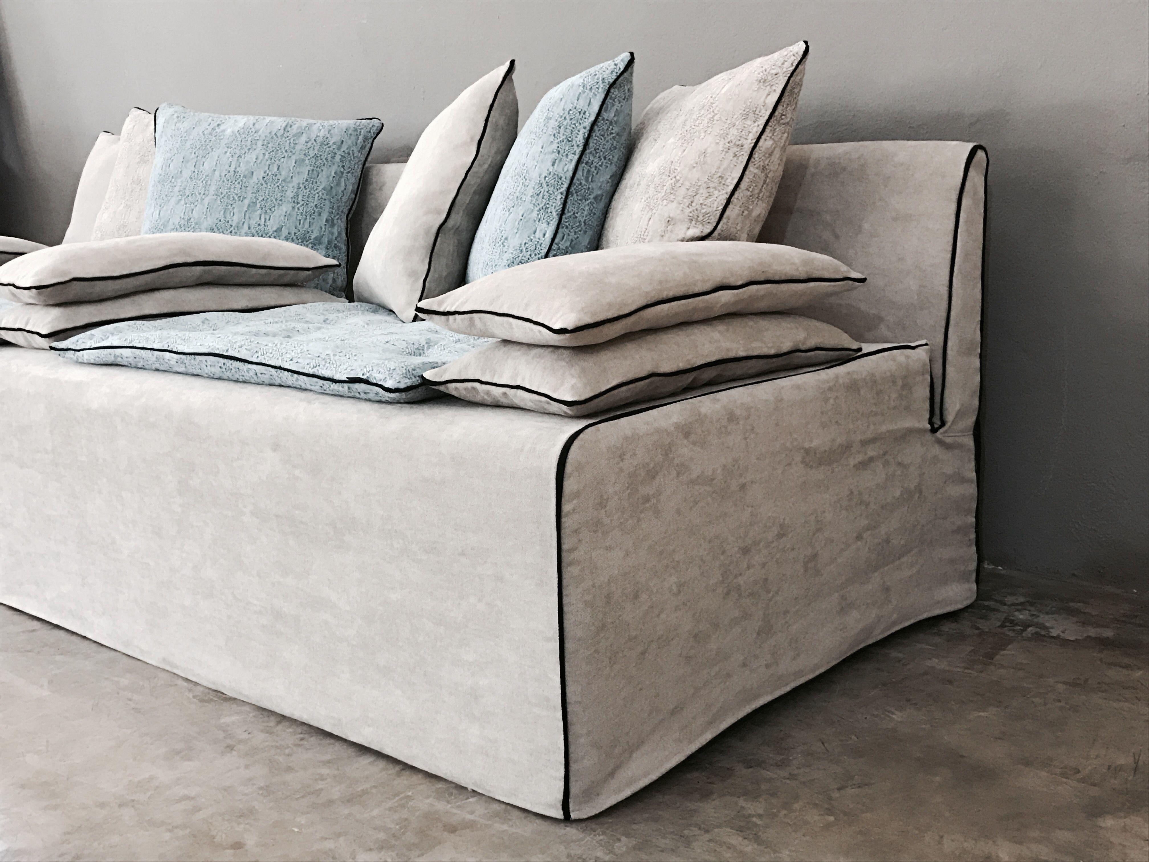Canapé sur mesure Sacha lin lavé blanc ciment et lin lavé bleu ciel ...