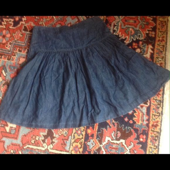 """LISTINGDenim skater skirt in EUC Wear this classic piece year around. Now is the time to pair it with cute ankle,or western boots. Measures 16"""" at the waist and is 23"""" long. Hidden side zipper with hook and eye closure. Worn twice. No issues. GAP Skirts Circle & Skater"""