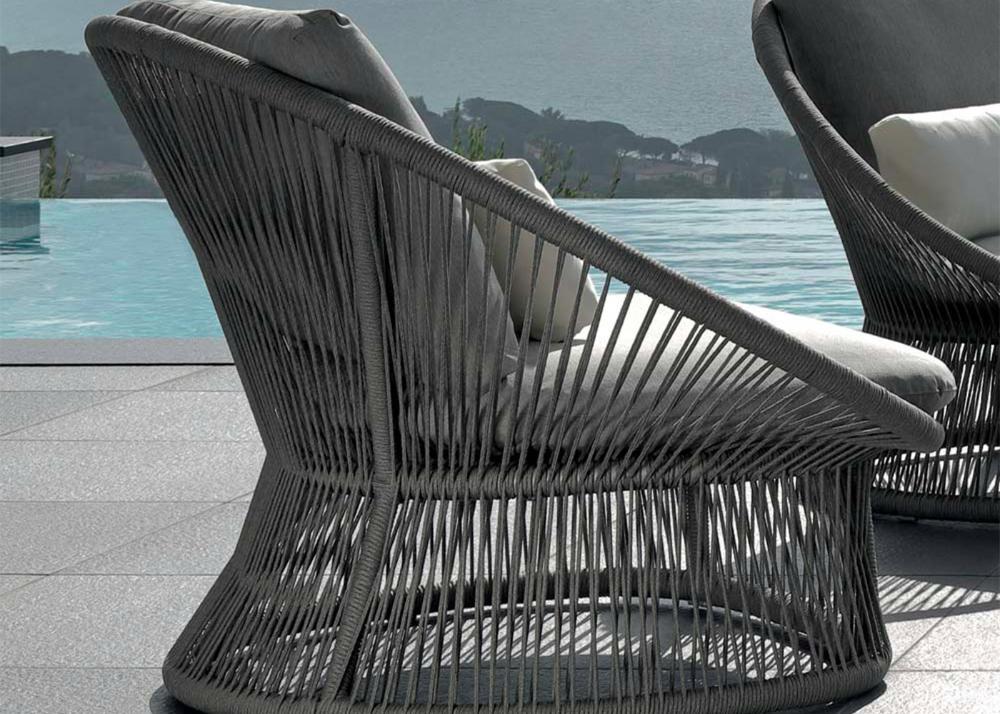 Fauteuil De Table En Aluminium Et Corde Grise Tres Tendance Chez Ksl Living En 2020 Fauteuil Jardin Fauteuil De Table Salon De Jardin Design