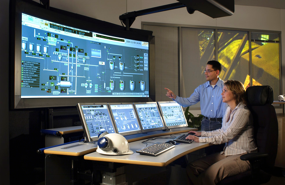 That kinda looks like a curved monitor... it never occurred to me to have one of those but they'd be perfect in a control room. Can you imagine putting two of them side by side to make like a semi-circle?!?!