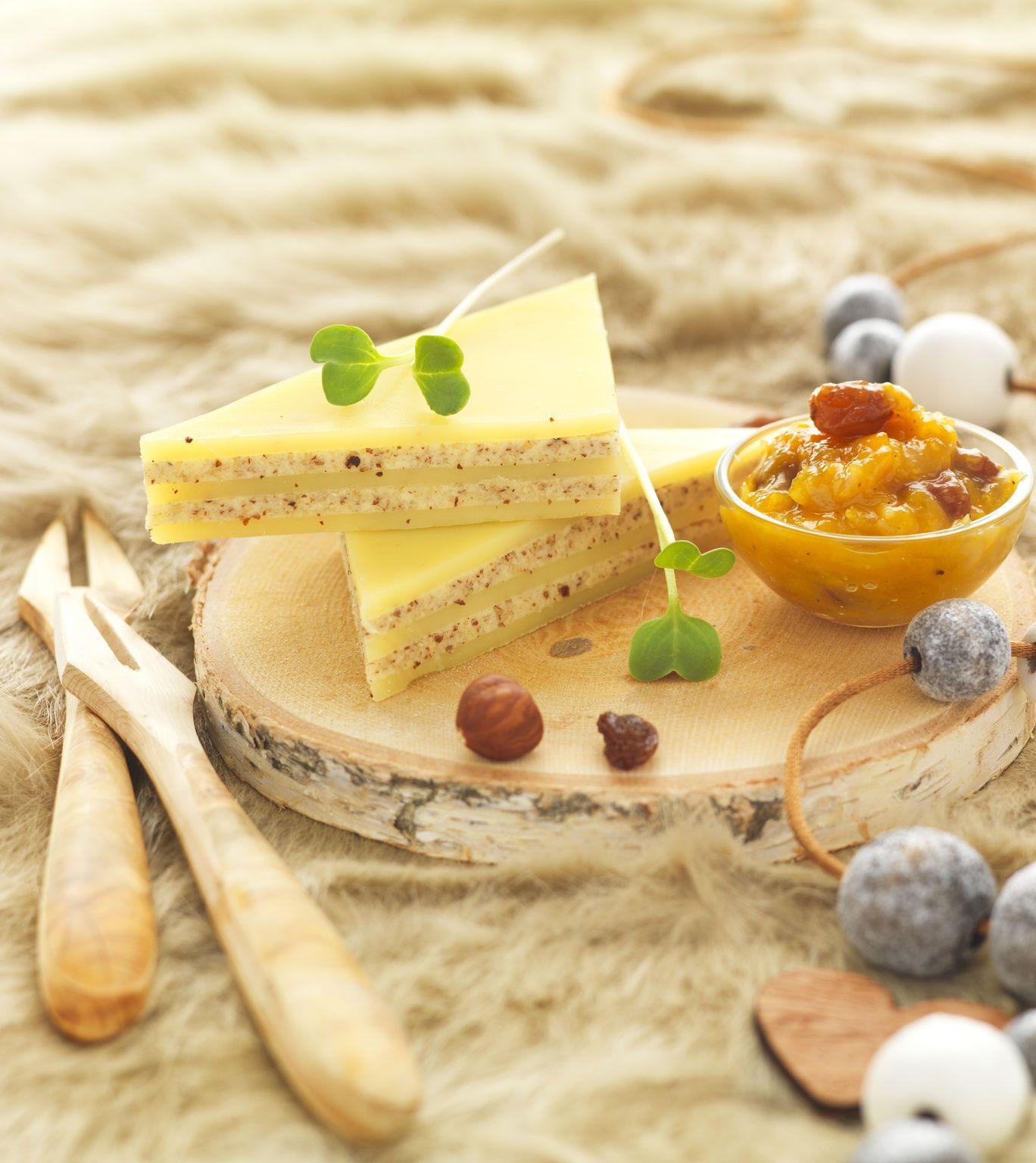 Fromage : mille-feuilles de Comté au beurre de noisette et chutney mangue-raisin recette issue de Cookidoo.fr
