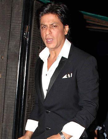 British designer Gareth Pugh wants Shah Rukh Khan to wear his designs! - http://www.bolegaindia.com/gossips/British_designer_Gareth_Pugh_wants_Shah_Rukh_Khan_to_wear_his_designs-gid-36286-gc-6.html