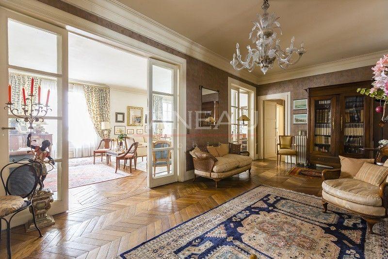 #AVendre - PARIS XVI - HENRI MARTIN / FLANDRIN  #annonce #immobilier #paris16 #appartement   Situé dans un bel immeuble 1930 avec ascenseur, orienté Sud-Sud Ouest, très bel appartement familial de 248 m².  Pour plus d'informations : http://bit.ly/2ka8FTs