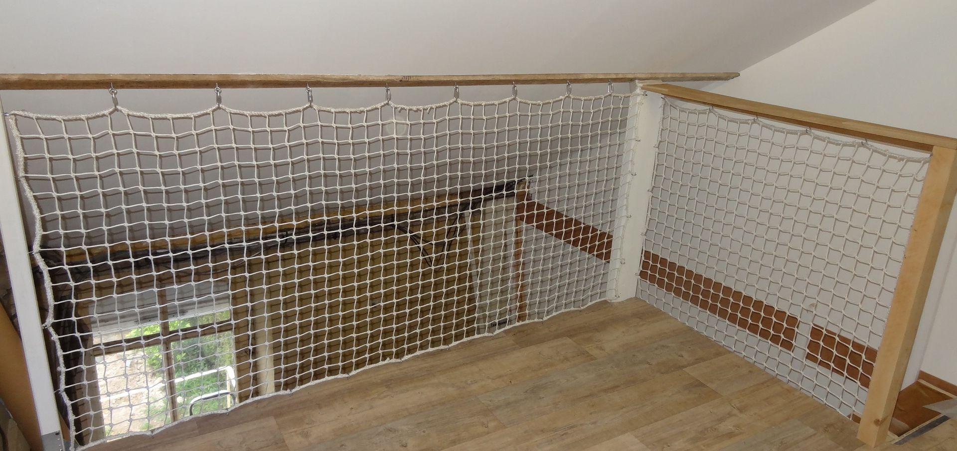 filet pour escalier sans filet pour escalier sans filet de protection maille mm filet de. Black Bedroom Furniture Sets. Home Design Ideas