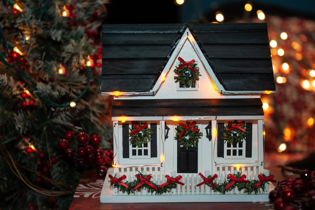 Holiday House With Led Lights 15 In X 13 In X 8 In Birdhouse In 2020 Bird Houses Decorative Bird Houses Holiday Home