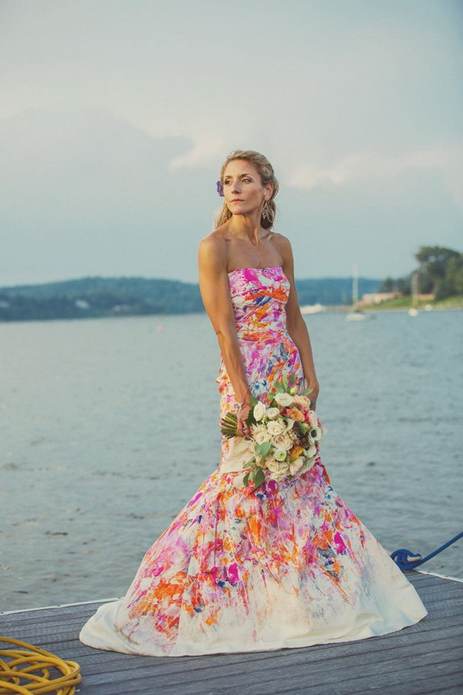 25 Novias que decidieron NO usar vestido blanco el día de su boda ...