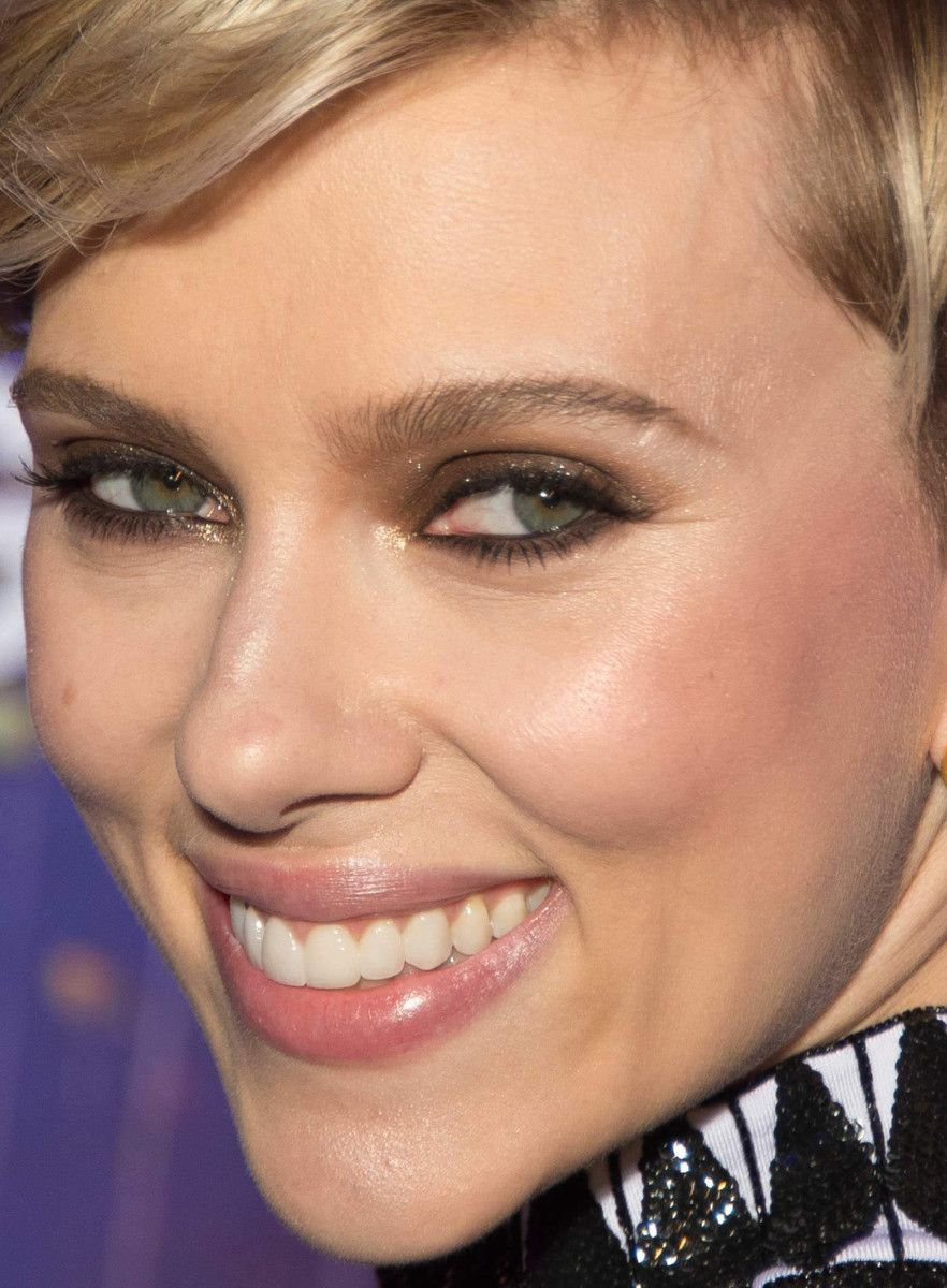 From orange eyeshadow to tomato lipstick 11 of the best celebrity close up of scarlett johansson at the 2017 paris premiere of ghost in the mandy moorecelebrity makeupscarlett baditri Image collections