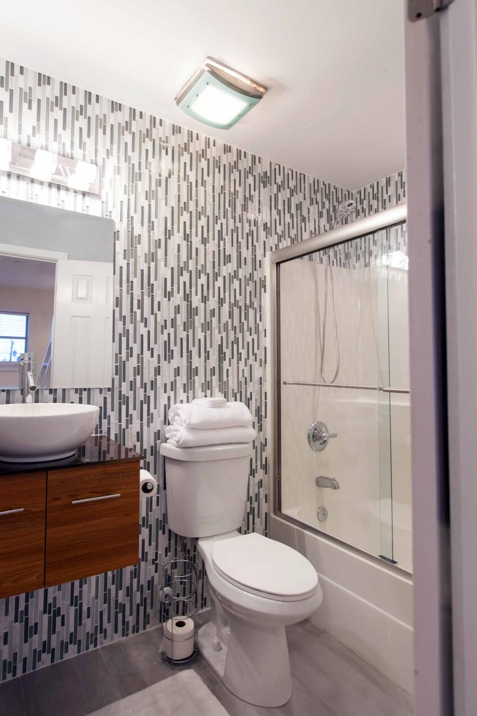 20 Small Bathroom Before And Afters Budget Bathroom Remodel Small Bathroom Makeover Bathroom Makeover